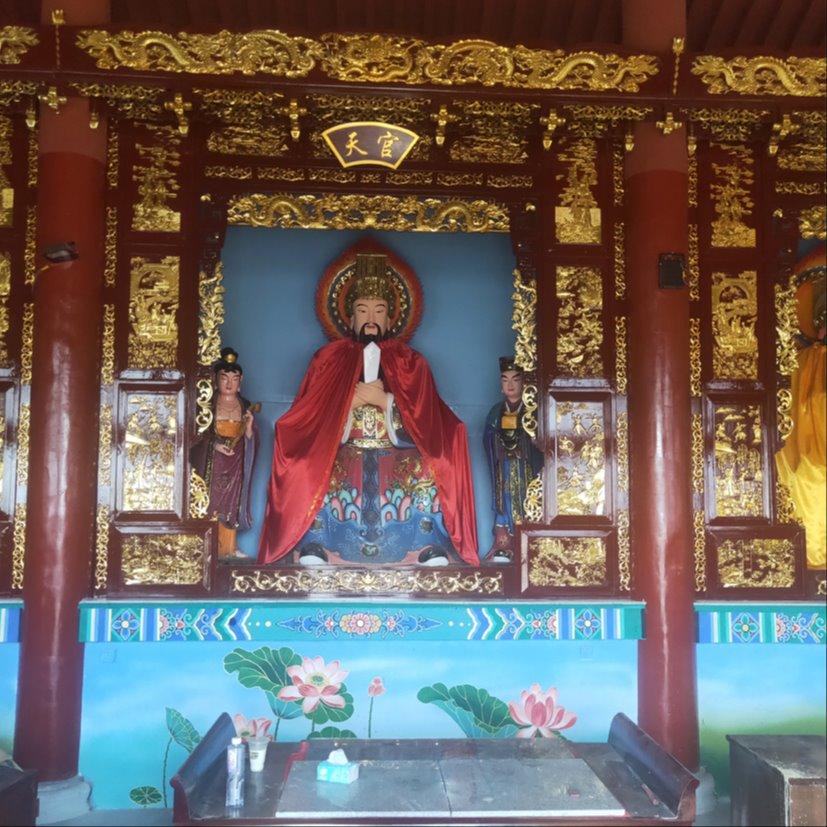 寺庙大雄宝殿一个位置坐了下来木雕佛龛佛台生产厂家雕塑�工艺精湛Ψ 禅相法器